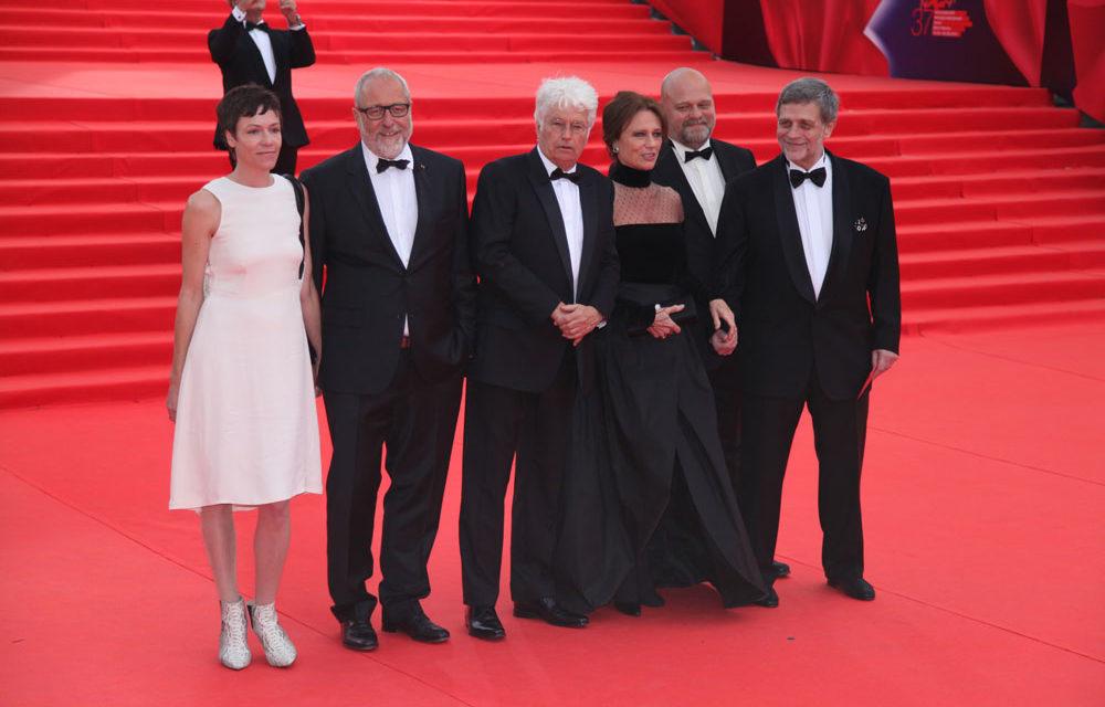 Жаклин Биссет получила первую награду 37-го ММКФ